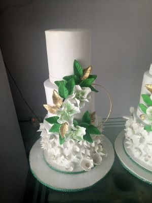Get affordable, deliciously baked & designed wedding cake of your dreams.