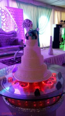 Get your dream wedding cakes,elegantly baked to suit your taste